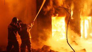 """Украинские волонтеры сожгли магазин, хозяин которого отказался """"жертвовать на АТО"""""""