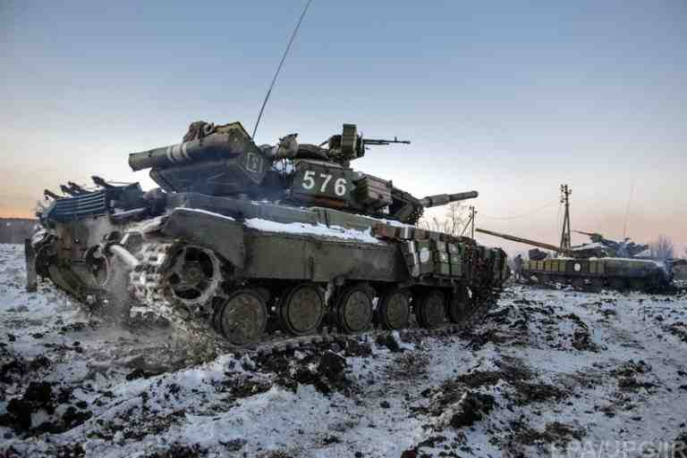 epa04544464 A picture made available 01 January 2015 shows tanks of the Ukrainian army moving near Peski village, Donetsk area, Ukraine, 31 December 2014, few hours before the 2015 celebrations. Ukrainian President Poroshenko on 29 December had signed a law that cancels Ukraine's non-aligned status and promised to initiate reform allowing Ukraine to comply with NATO standards as well as to hold a referendum on joining the alliance, a step opposed by Russia.  EPA/OLGA IVASHCHENKO