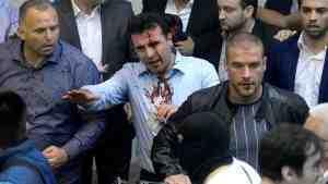 В Македонии сторонники бывшей правящей партии штурмовали парламент