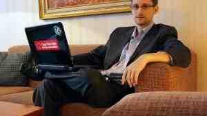 Норвежцы вручили Сноудену награду