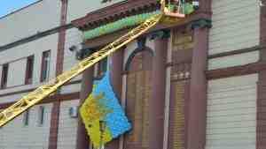 В Одессе под приезд Порошенко декоммунизировали стену героев