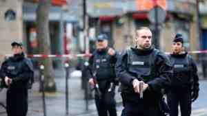 В Париже из-за угрозы взрыва перекрыли площадь