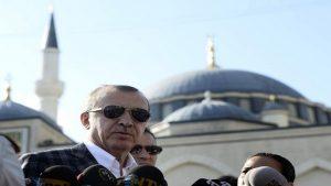 Президент Турции потерял сознание во время праздничной молитвы