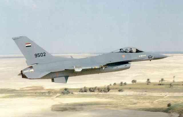 В Сети появились уникальные кадры авиаударов ВВС Египта по боевикам