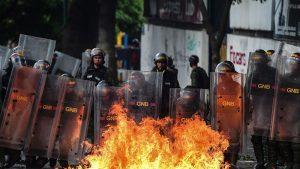 Власти Венесуэлы временно запретили уличные протесты