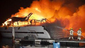 В результате взрыва яхты в Германии пострадали 13 человек