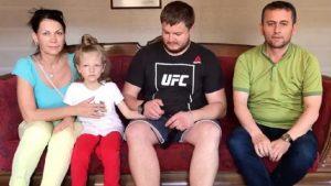 Кадыров сообщил, что задержанная с матерью-россиянкой в Турции девочка передана отцу