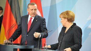 Меркель осудила власти Турции за использование функций Интерпола в своих целях