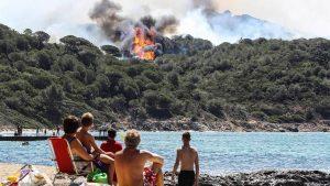 Из-за угрозы лесных пожаров во Франции эвакуированы тысячи человек