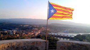 В Барселоне сторонники независимой Каталонии напали на автобус с туристами