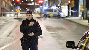 Неизвестный открыл в Стокгольме стрельбу