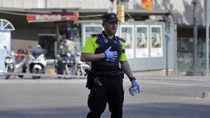 В Барселоне автомобиль сбил двух полицейских