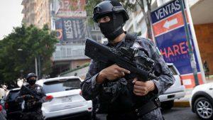 В пригороде Мехико неизвестные расстреляли патруль полицейских