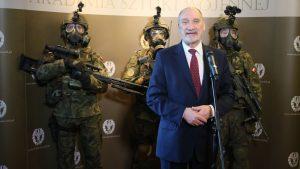 В Польше нарастает конфронтация спецназа и министра обороны