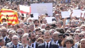 В Барселоне на митинг памяти погибших в терактах вышли тысячи человек