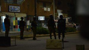 При атаке террористов на кафе в столице Буркина-Фасо погибли весемь иностранцев