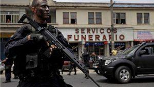 Тысячи солдат задействованы в военной операции в трущобах Рио-де-Жанейро