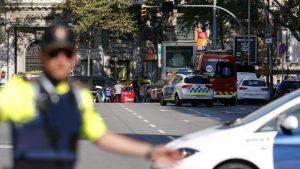 Подозреваемого в наезде на полицейских в Барселоне обнаружили зарезанным в салоне автомобиля