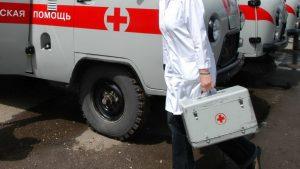 В Карачаево-Черкесии микроавтобус врезался в стену
