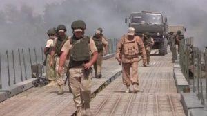 Российские инженеры в Сирии за два дня построили мост через Евфрат