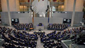 Политический блок Меркель займет 246 из 709 мест в бундестаге