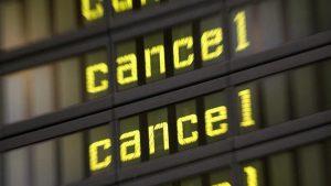 Во Франции из-за забастовки отменены сотни авиарейсов