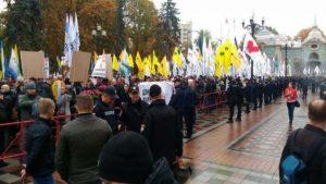 Протестующие у Рады пообещали не выпускать депутатов