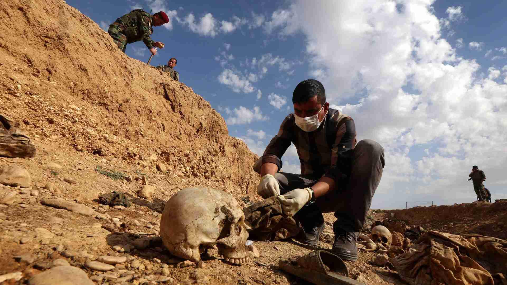 ВИраке отыскали массовое захоронение 400 жертв боевиковИГ