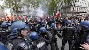 Акция протеста против социальных реформ Макрона сопровождалась погромами