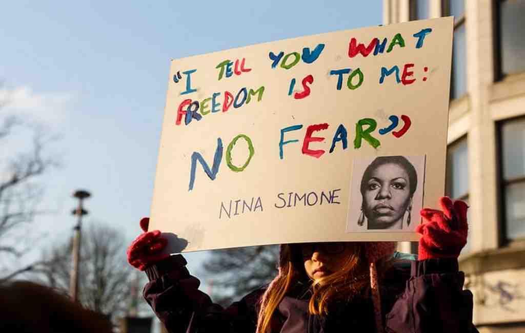 Макрон: Насилие вотношении женщин позорит Францию