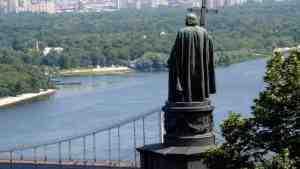 В Киеве возле памятников установят видеокамеры