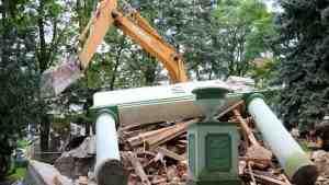 В Польше активисты подадут в суд на власти за снос советского мавзолея