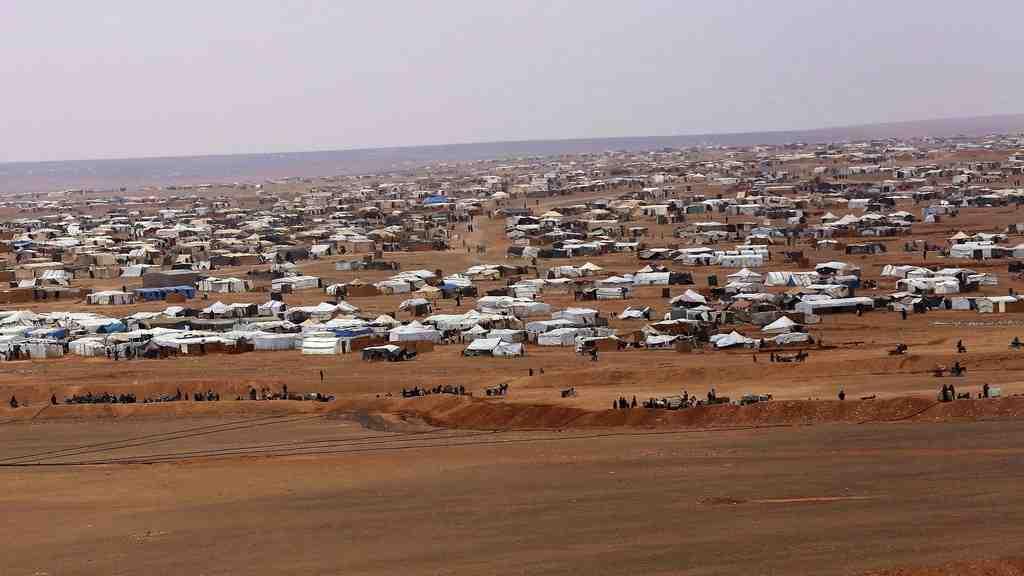 РФпредложила США совместно обеспечить доставку помощи беженцам всирийском Эр-Рукбане