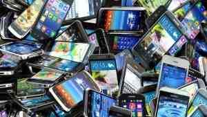 В Великобритании задержали мужчину, укравшего 53 телефона на концерте
