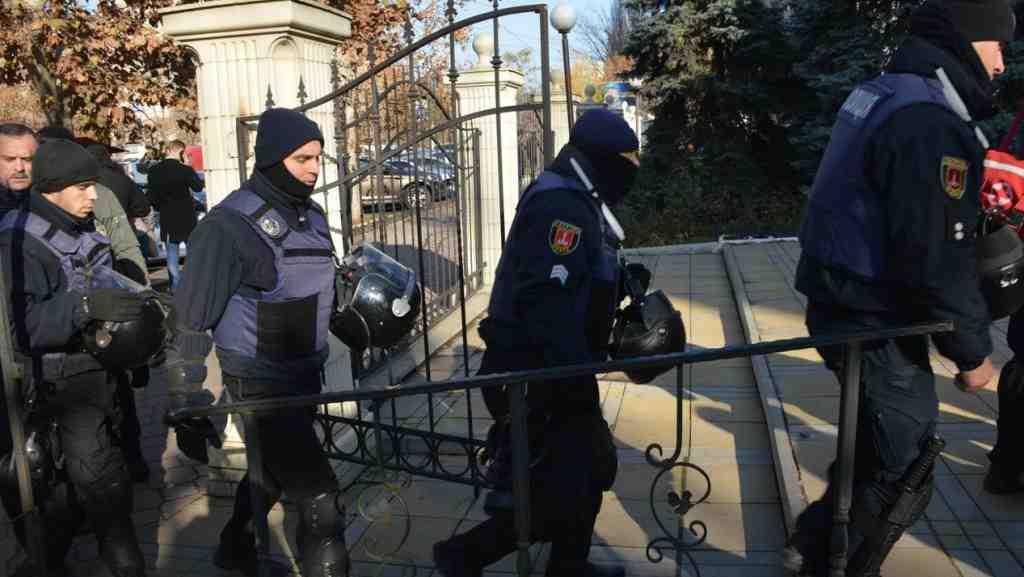 Столкновение вГорсаду: милиция удерживает участников потасовки