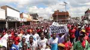 В Хараре проходит многотысячный марш за отставку Мугабе