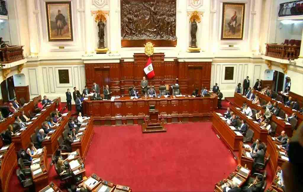 Парламент Перу неодобрил импичмент президента