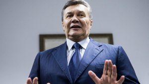 Янукович попросил суд вернуть ему частных адвокатов
