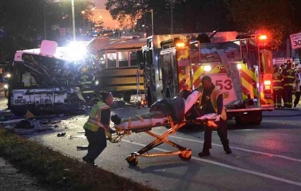 Неменее 40 детей пострадали при столкновении 3-х школьных автобусов вСША— ABC
