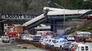 При крушении поезда в США погибли шесть человек