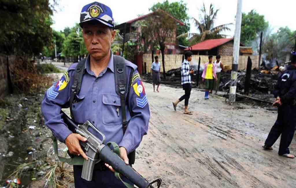 Двое корреспондентов Reuters задержаны вМьянме