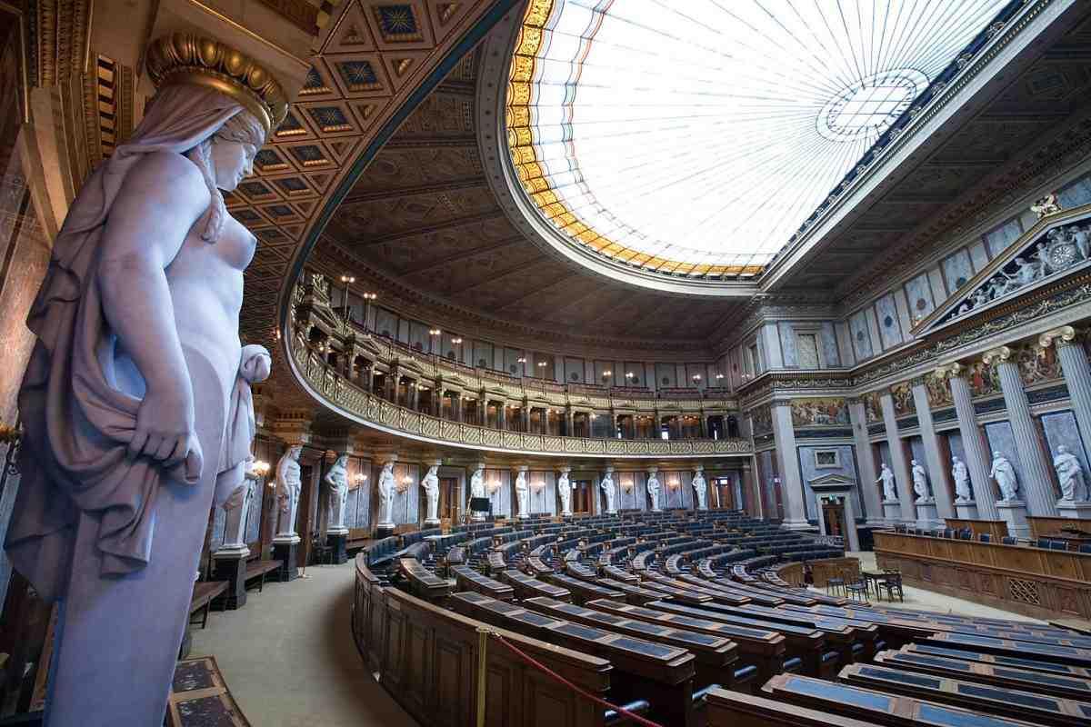 Новое руководство Австрии сохранит политику санкций вотношении РФ,— Курц