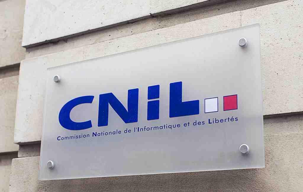 Власти Франции призвали социальная сеть Facebook иWhatsApp прекратить нарушать закон при обмене данными