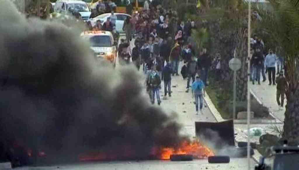 Тысячи палестинцев противостоят армии Израиля всекторе Газа