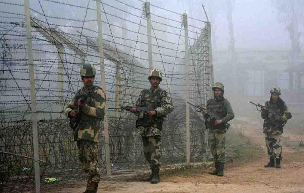Минобороны Пакистана: под индийскими обстрелами погибли три бойца