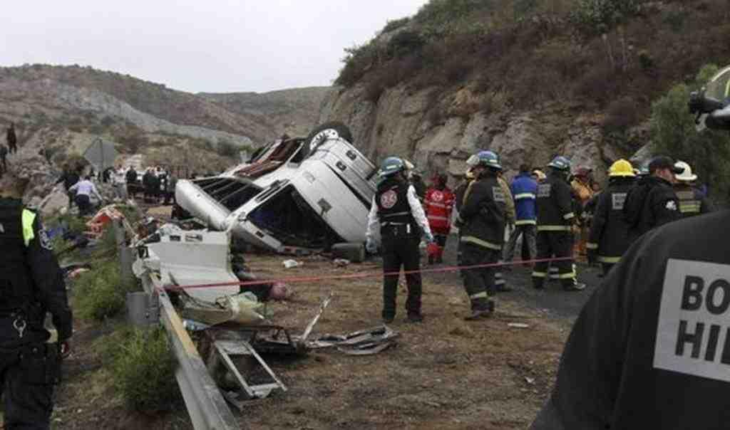 ВМексике разбился автобус стуристами, погибло 12 человек