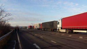 На украино-словацкой таможне скопились 5-км очереди