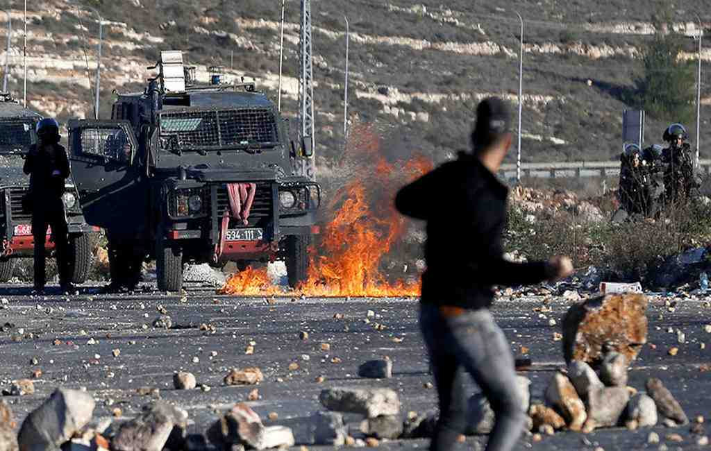 Более 300 палестинцев пострадали при столкновениях вГазе иИерусалиме