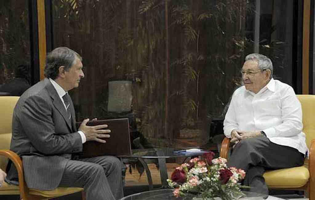 Сечин встретился спрезидентом Кубы вГаване