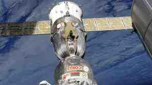 В «Роскосмосе» рассказали о текущих версиях появления дыры в «Союзе»